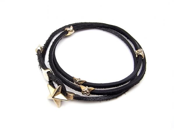 .LEATHER STAR BRACELET.