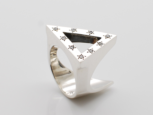 .TRIANGLE RING.