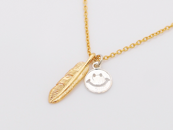 small feather&smile necklace