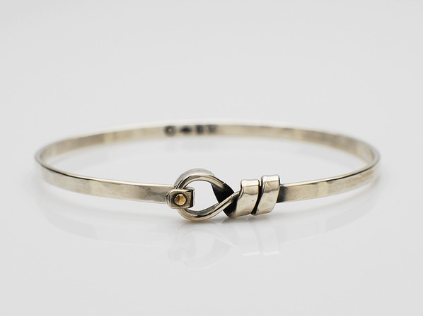 Fuhrer Knot Hooked Bangle