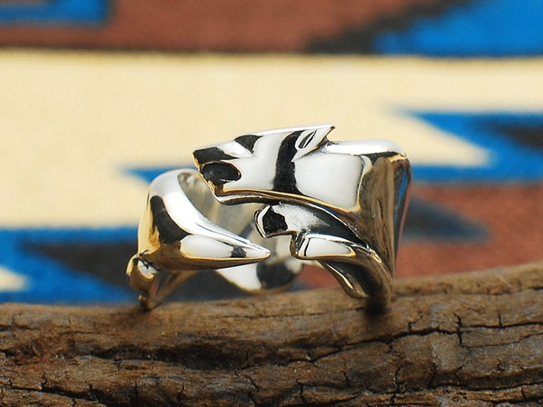 JUMPING WOLF RING
