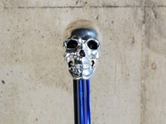 .SKULL HANDLE with STUDS.